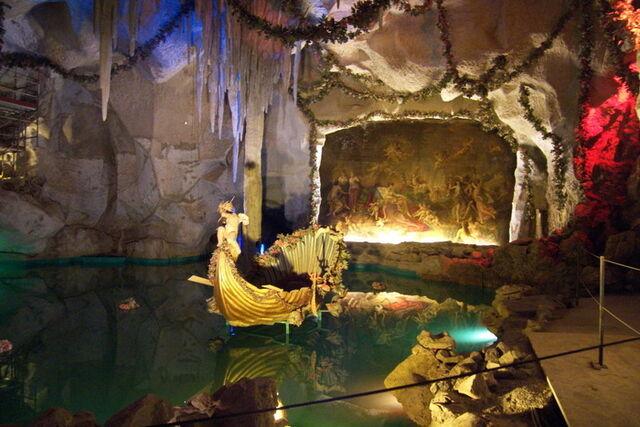 File:Ludwigs-grotto.jpg