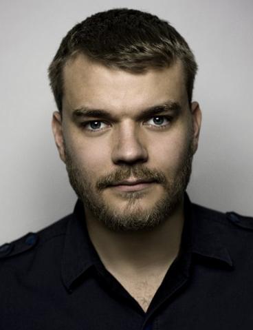 File:Pilou Asbæk.png
