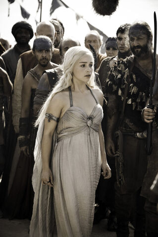 File:Daenerys Wedding Dress Full 101.jpg