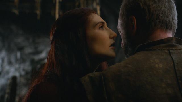 File:Melisandre talking to davos.png
