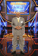 CelebrityFamilyFeud-Steve-Harvey