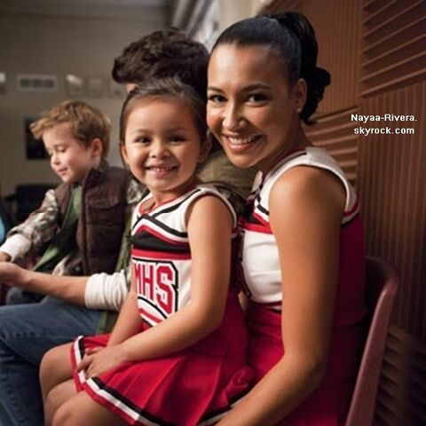File:GLEE-Santana-and-Mini-Santana-santana-lopez-18973572-600-600.jpg