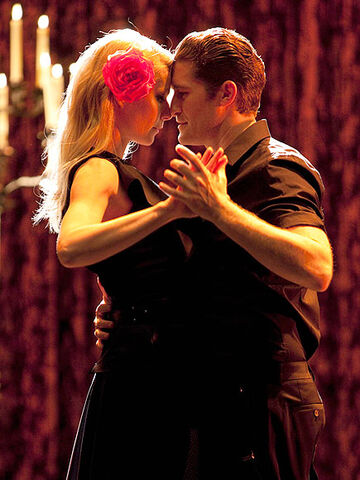 File:Matthew morrison gwyneth paltrow.jpg