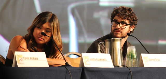 File:Glee panel-18.jpg