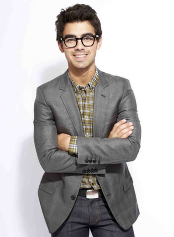 File:Joe-jonas-glasses.jpg