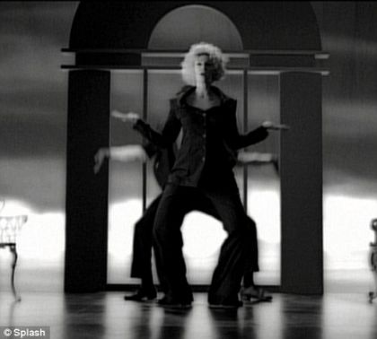 File:Glee Jane Lynch Sue Sylvester does Madonna-s Vogue video 03.jpg
