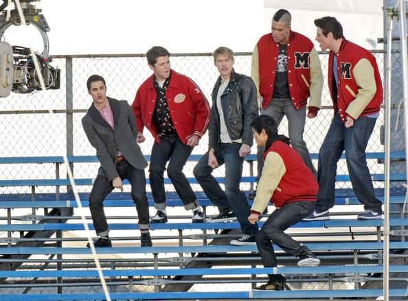 File:The+boys+of+Glee+get+down+kJOUjvxVT0Fl.jpg