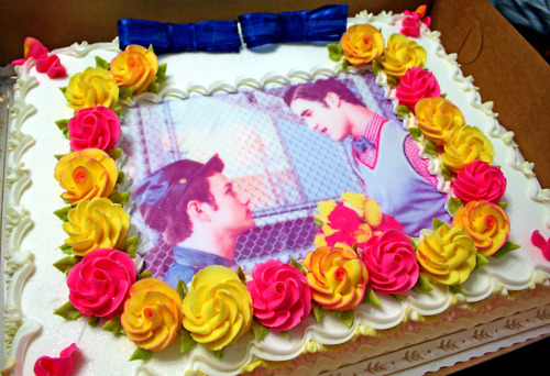 File:Klaine cake for kat a twinnie.jpg