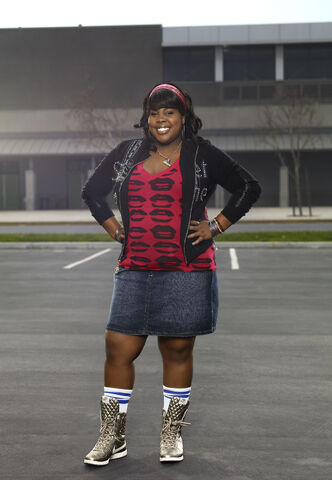 File:Glee 06-amber-psa 0339 lyfr.jpg
