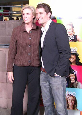 File:Jane Lynch & Matthew Morrison.jpg