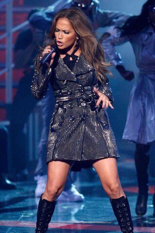 File:Jennifer lopez performing fashion rocks 5.jpg