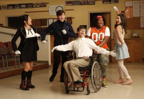 File:Glee rocking the boat.jpg