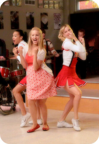 File:Cheerios-1x13-glee-9341453-452-653.jpg