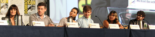 File:Glee panel-16.jpg