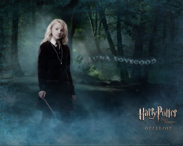 File:Evanna-Lynch-as-Luna-Lovegood.jpg