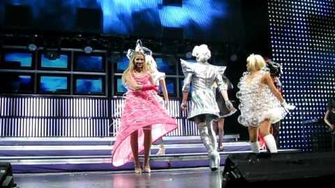 Bad Romance-Glee Live 2010