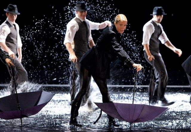 File:Ep 7 Singin' In The Rain-Umbrella 5.jpg