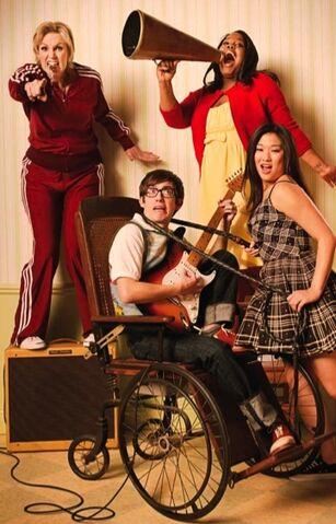 File:Glee-Cast-Rolling-Stone-Magazine-April-2010-glee-11206324-361-563.jpg