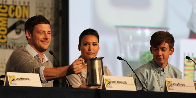 File:Glee panel-11.jpg