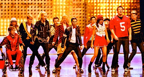 File:Watch-glee-full-performance-of-wanna-be-startin-somethin-next.jpg