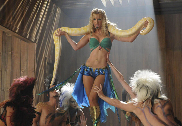 File:Britney-spears-glee-stills-03.jpg