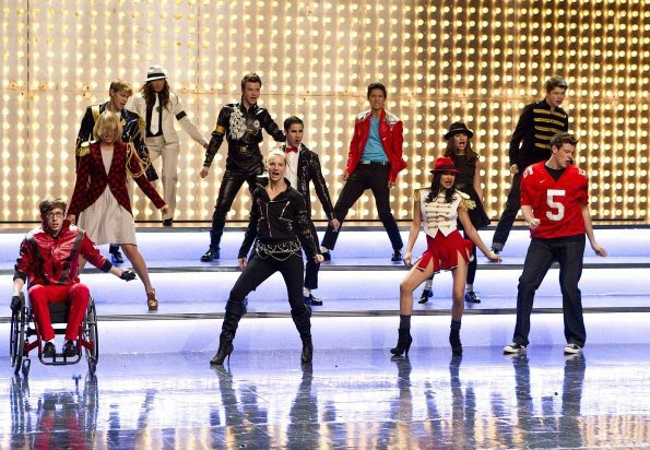 File:Video-glee-covers-michael-jackson-s-wanna-be-startin-an-smooth-criminal.jpg