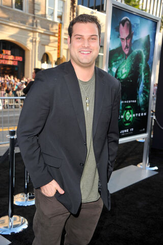 File:Max+Adler+Premiere+Warner+Bros+Pictures+Green+ZZr4swywB6yl.jpg