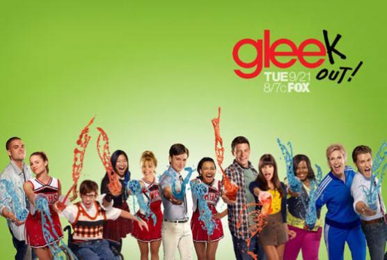 File:Glee-season-2-poster2.jpg