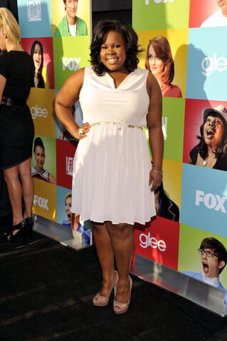 File:0728amber-riley-white-dress fa.jpg