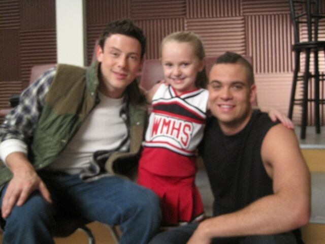 File:Glee-Avery-Mini-Quinn-Puck-and-Finn-quinn-and-puck-19067208-1024-768.jpg