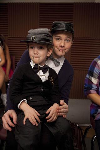 File:Kurt and his mini me.jpg