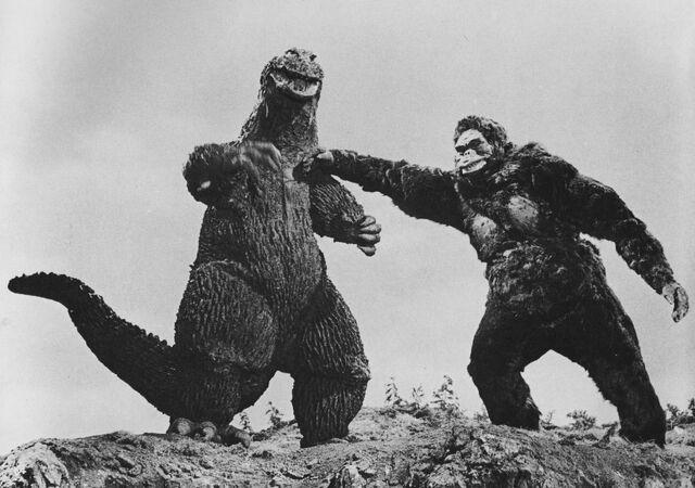File:KKVG - King Kong Punches Godzilla.jpg