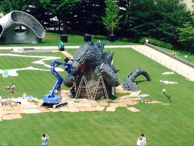 File:LegendaryGoji Statue In A Tokyo Park 5.jpg