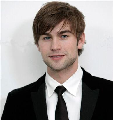 Chace-crawford-suit-tie-stubble-cute-eyes-hair-sideburn-smile-white-teeth-gossip-girl-star-celeb-photo