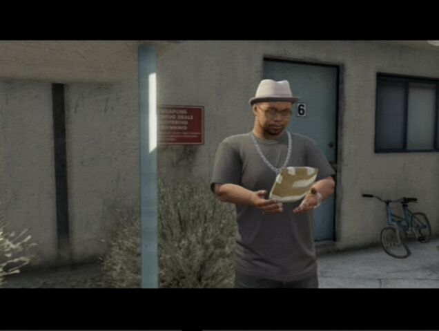 File:Geralds Apartment GTAO Gerald in Courtyard.jpg