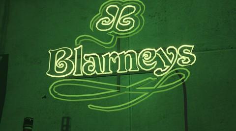 File:Blarneys-NeonSign.jpg