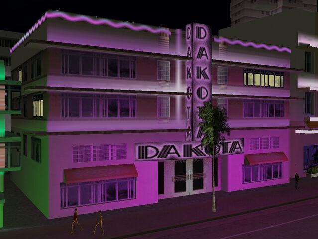 File:DakotaHotel-GTAVC-nighttime-exterior.jpg