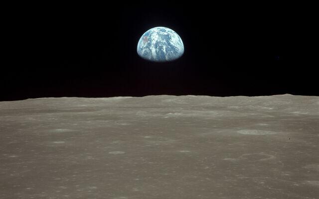 File:Apollo11 earthrise 1920x1200.jpg