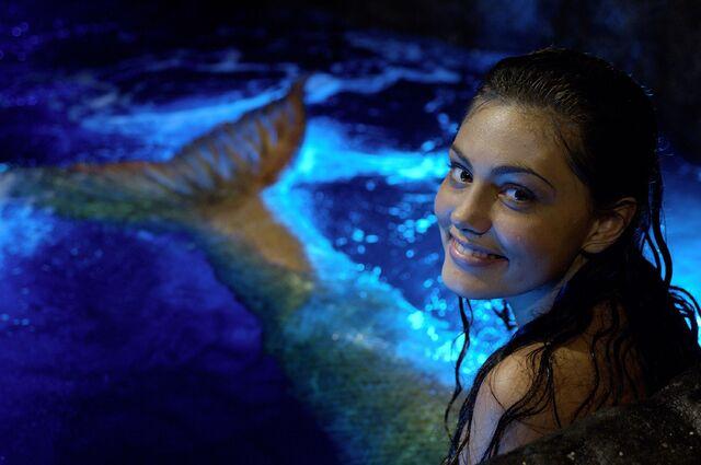 File:Cleo Relaxing In Moon Pool.jpg