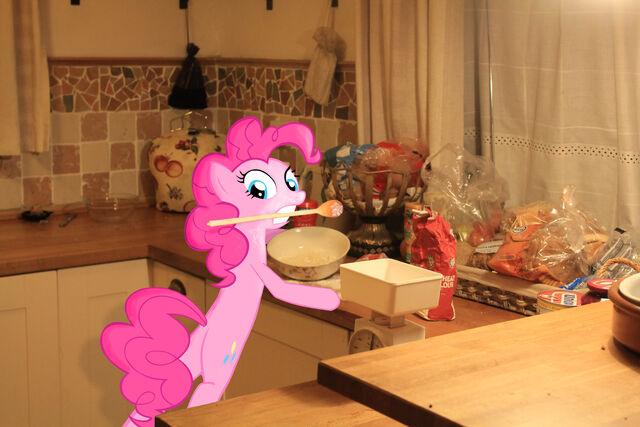 File:Pinkie in kitchen done 1.jpg