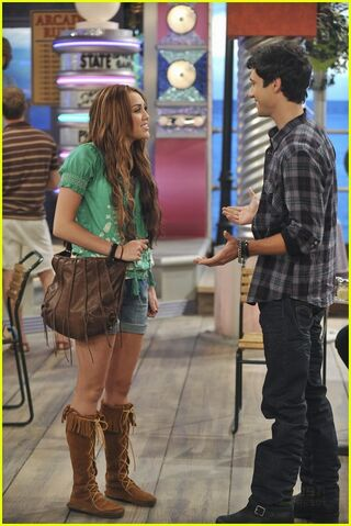 File:Miley-cyrus-jay-leno-remember-hm-25.jpg