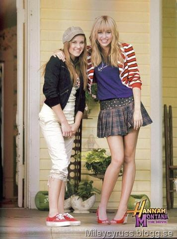File:Emily-miley-and-lily-8883059-356-480.jpg