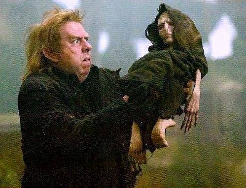 File:Peter Pettigrew holding Voldemort's rudimentary body.jpg