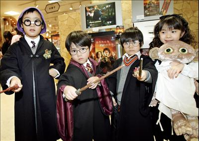 File:Harry-potter-costumes-fans.jpg