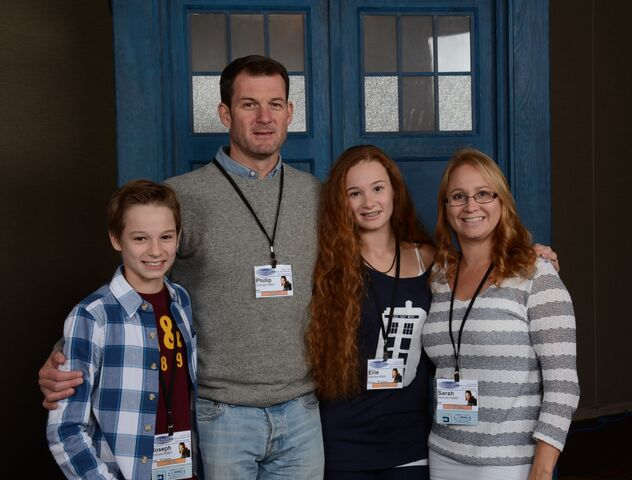 File:Ellie and her family Chicago TARDIS 2014.jpeg