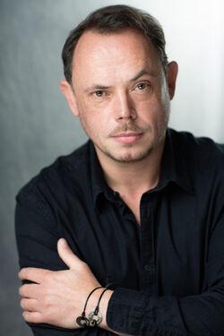 James Payton (Frank Longbottom)