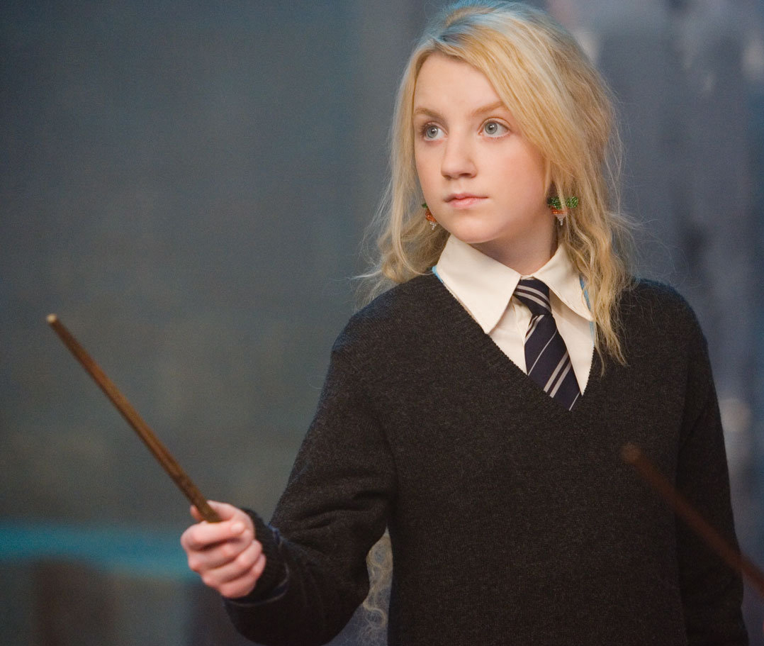 http://vignette1.wikia.nocookie.net/harrypotter/images/4/46/Luna_lovegood.jpg/revision/latest?cb=20090215052710