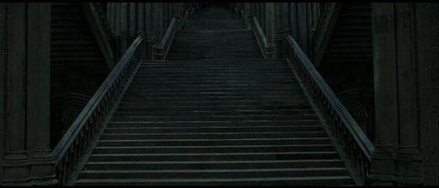 File:Hogwart Grand Staircase.jpg