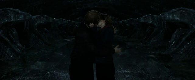 File:Ron and Hermione kiss.png