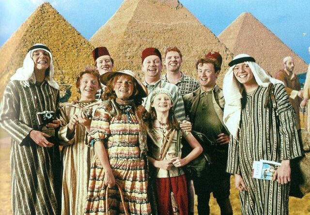 File:The Weasley Family at Egypt.jpg